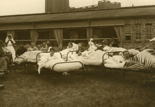 Tented hospital accommodation on the University campus: Patients in an open air ward watching a display in the grounds of the university.  c1916 MS 2724/2/B/4088